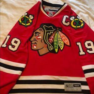 Chicago Blackhawks jersey 19- Jonathan Toews